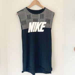 Nike Black and White Tank Top Size Medium